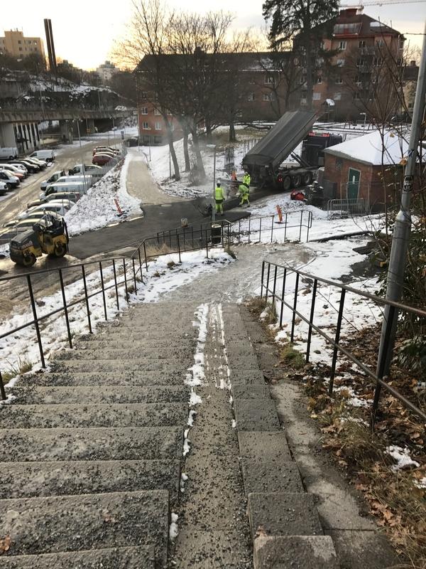 Стокгольм. Славная русская традиция катать асфальт в снег.