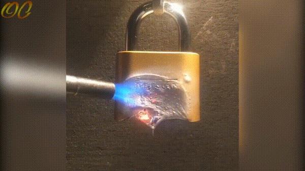 Как открыть замок без ключа