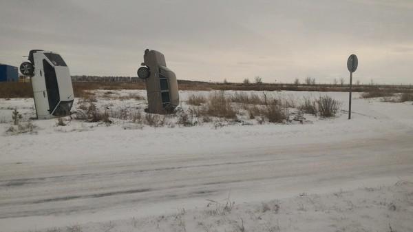Забор из машин у автосалона авто, АвтоВАЗ, Магнитогорск, автосалон