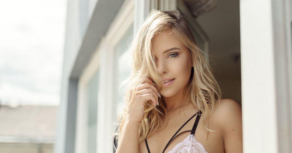 Blonde girls white bras — 7