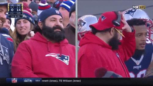 Оператор нашёл двух очень похожих друг на друга людей на стадионе :)