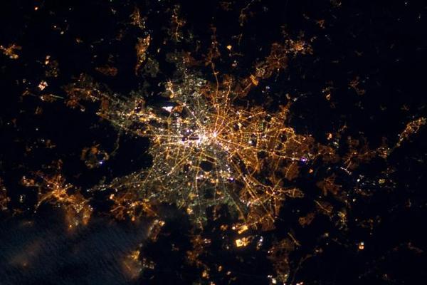 Если смотреть на Берлин из космоса, он все еще поделен на две части Берлин, Снимки из космоса, ФРГ, ГДР