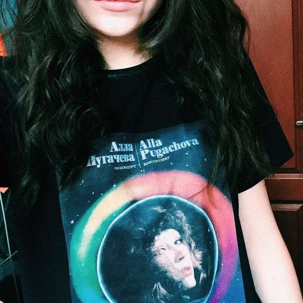 Когда вокруг все в футболках Iron Maiden Алла Пугачева, Та женщина которая поет, Мерч