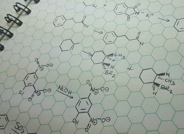 Тетрадь с шестиугольной клеткой - конец кривым бензольным кольцам