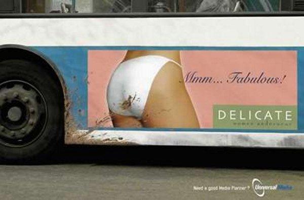 Удачное расположение рекламного стикера