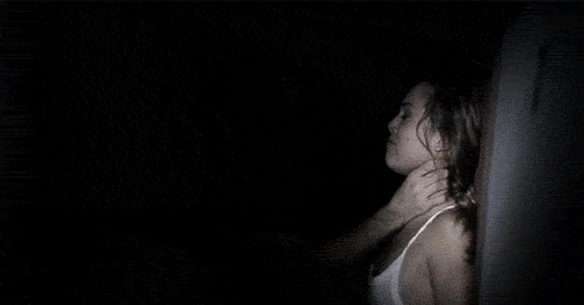 секс с фонариком в темноте - 4