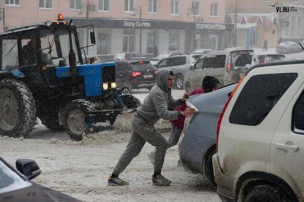 Возмущение, гнев, ярость снег, пешеход, скользкие дороги