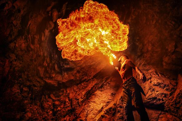 В продолжении к моему предыдущему посту. Поснимали снова с огнем. фотография, огонь, пламя, штольня, хабаровск, длиннопост, Photoshop
