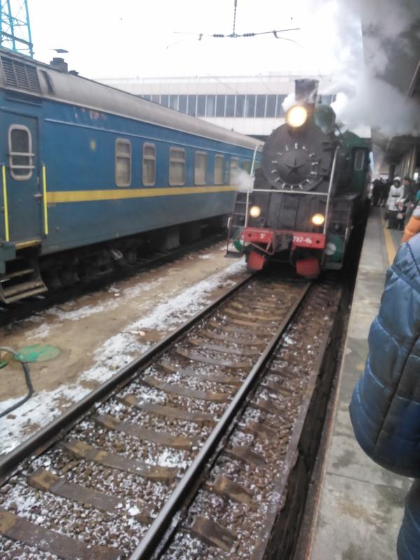 Праздничный поезд на Киевском вокзале г.Киев Паровоз, Вокзал, Праздники, Длиннопост