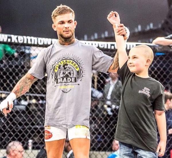 Новый чемпион UFC подарил свой пояс мальчику который победил рак Поздравление, UFC, Коди Гарбрандта, Рак, Победа, Mma, Длиннопост