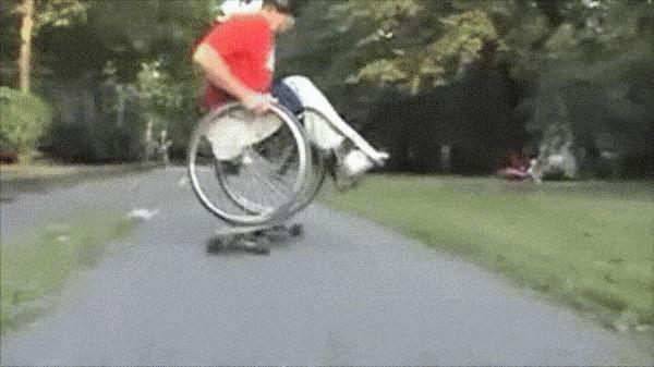 Интересно, раз ему удается так круто балансировать, то почему он в инвалидном кресле?