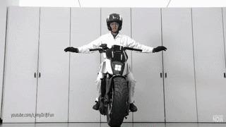 Оооочень сильное колдунство! Мото, Мотоциклы, Наука, Технологии, Баланс, Honda, CES, Наука и техника, Гифка, Видео