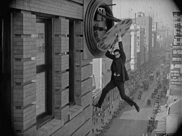 Спецэффекты фильма «Наконец в безопасности!» (1923) Фильмы, Наконец в безопасности!, спецэффекты, Гарольд Ллойд, гифка