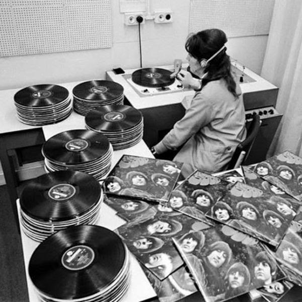 Наша служба и опасна и трудна Работа, the beatles, музыка