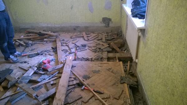 Разобрали пол. Как быть дальше? полы, разбираемся вместе, демонтаж, попадос, стройки, ремонт комнаты, Паркет, балка, длиннопост
