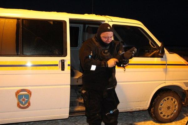 В западной части Крыма МЧС спасает лебедей от вмерзания в лёд. Крым, Лебеди, МЧС, Длиннопост