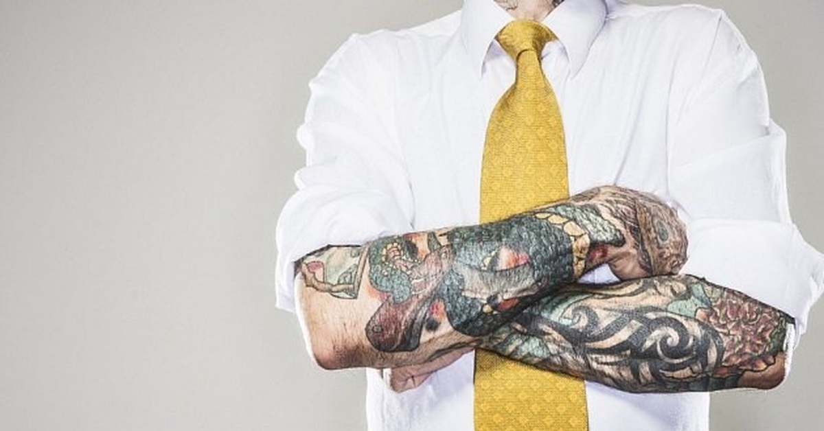 why should tattoos be accepted in the workplace Should tattoos be allowed in the workplace professionals with tattoos in the workplace maybe it's a tribal armband, orchids on the lower back playing peek-a-boo with coworkers, or— gulp —they're wearing it on their face a la mike tyson.