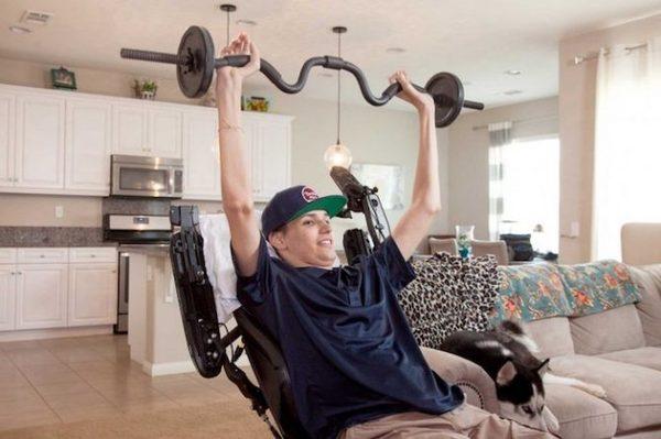 Первый пациент с параличом всего тела, который смог частично  восстановить моторику, после курса лечения стволовыми клетками. Наука, Медицина, Стволовые клетки, Лечение