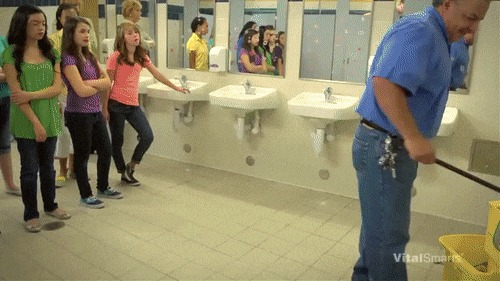 Секс в шеолном туалете