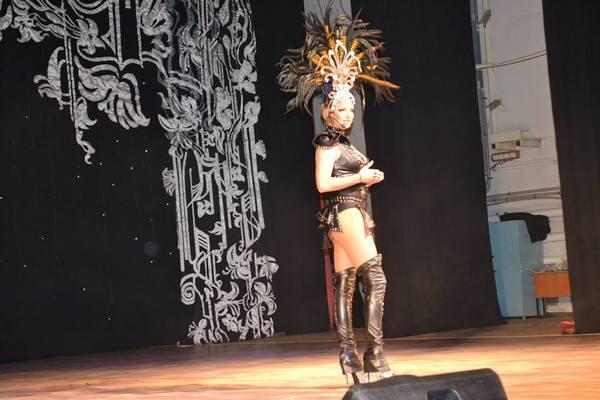 Волочкова появилась на детском концерте в Башкирии полуголая и в кожаном боди