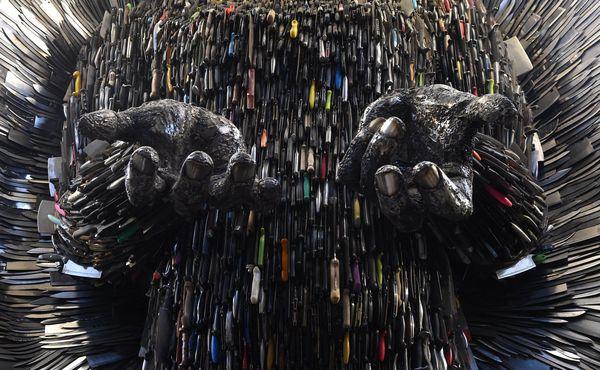 Памятник жертвам колото-резанных ранений нож, полиция, акция, Великобритания, длиннопост