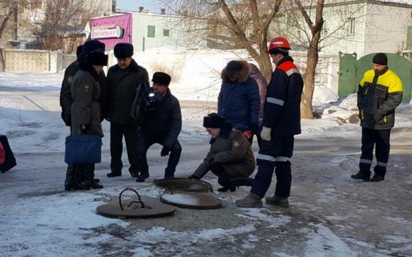 Украинец с русской девушкой год живут в люке теплотрассы судьба, Бомж, безысходность, люк