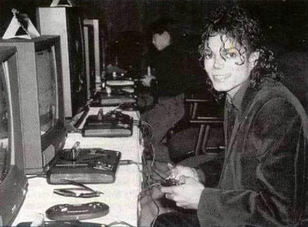 Майкл Джексон играет на Sega Genesis