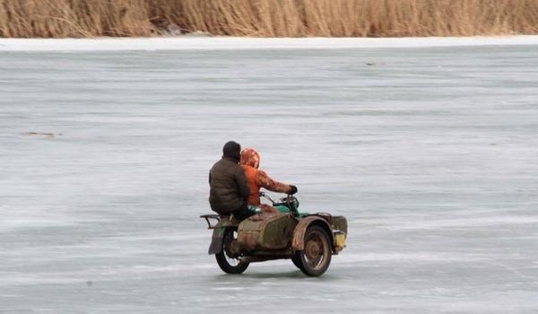 Номинанты на премию Дарвина Мотоциклы, Зима, Река, Премия Дарвина