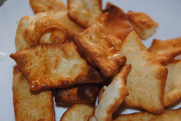Баурсаки со сметанно-чесночным соусом.Вкуснее только мясо на углях :) Печево, Баурсаки, Рецепт, Длиннопост, Вкусно, Дилетант