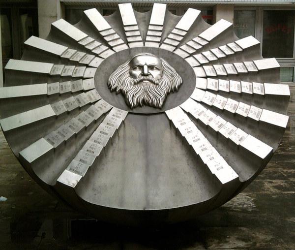 Памятник Менделееву в Братиславе Менделеев, Памятник