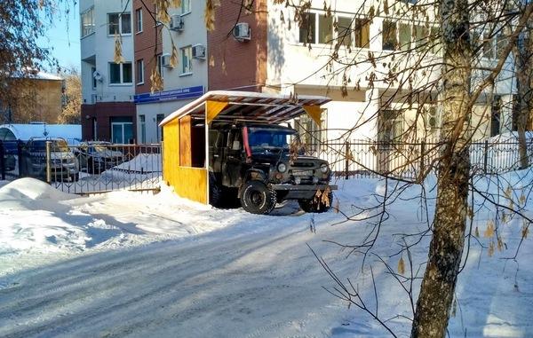 Когда друзья зовут бегать по лужам, а ты обиделся. быдло, парковка, авто, УАЗ, Екатеринбург