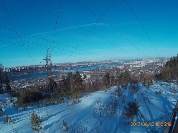 Небо над Красноярском, расчерченное линиями электропередач. Красноярск, Фотография