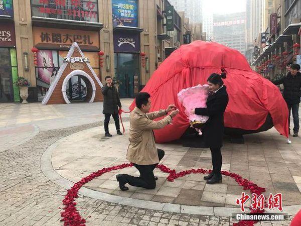 Китаец купил девушке к свадьбе 33-тонный камень вместо квартиры Китай, Любовь зла), Камень, Китай не перестает удивлять