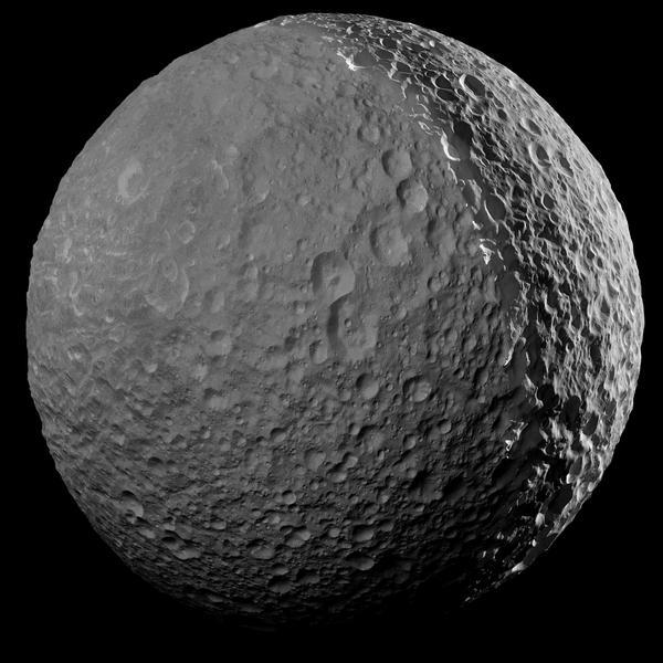 Мяч для гольфа? Нет, изображение спутника Сатурна - Мимиса Космос, Мимис, Сатурн