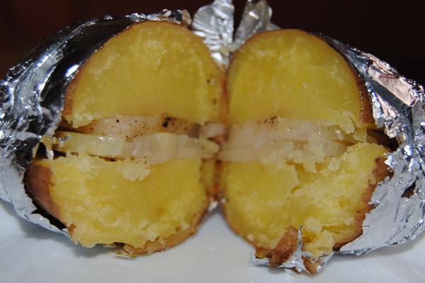Бюджетный ужин.Запеченный в духовке картофель с салом и луком. Ужин, Запеченная картошка, Сало, Вкусно, Дилетант, Длиннопост