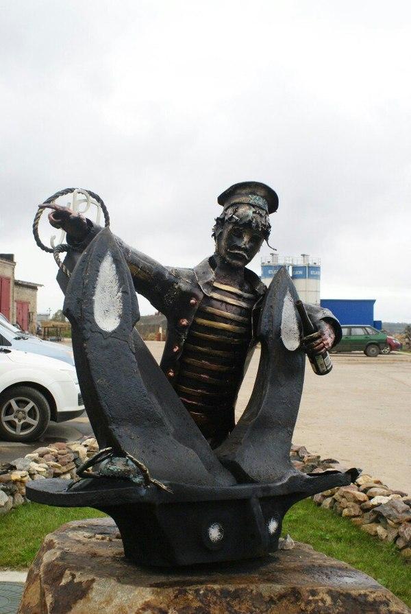 Пьяный матрос, прикованный в порту г. Углич кузнец, Россия, своими руками, скульптура, крафт, якорь