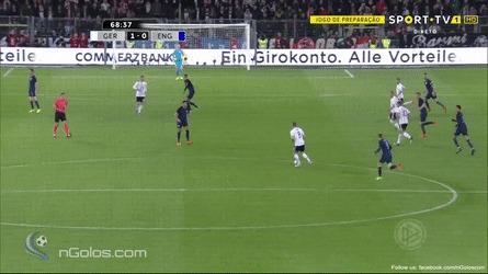 Потрясающий гол Лукаса Подольски в прощальном матче за сборную