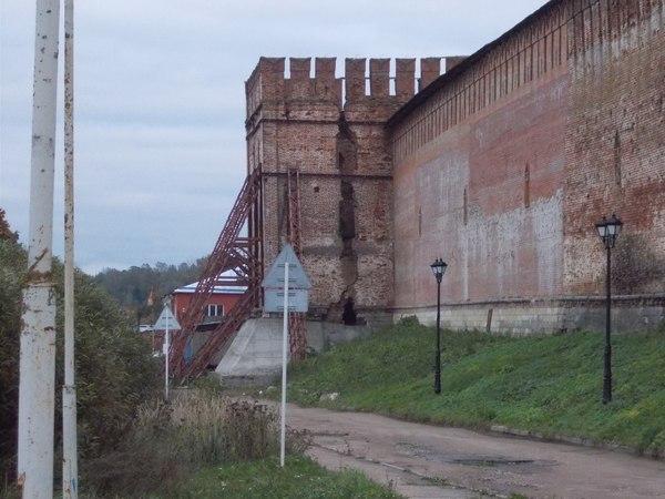 Прогуливаясь по Смоленску. Смоленск, кремль, башня, поездка, livejournal, трещина, Строительство, кирпич, длиннопост