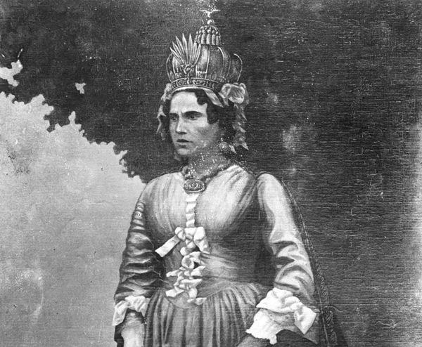 Королева заставила себя ублажить раба фото 722-335