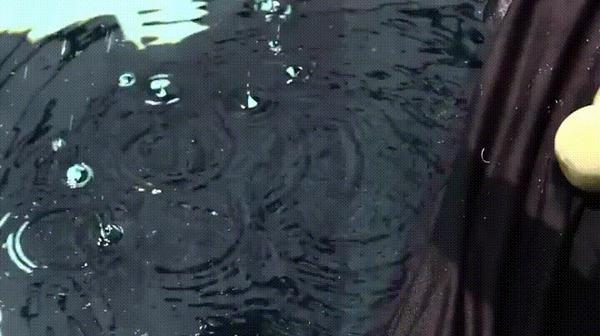 Сухой лед под водой