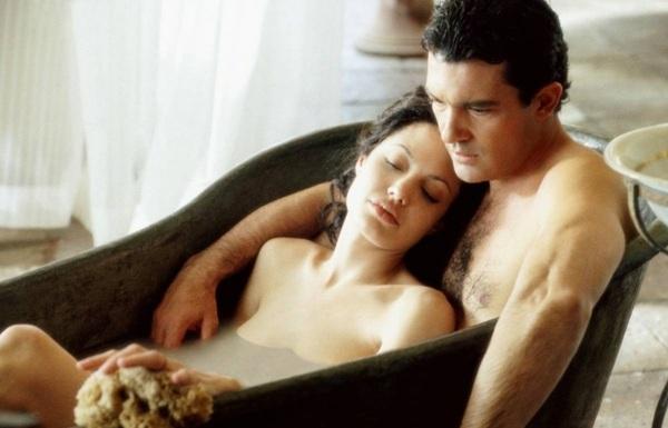 Секс по обмену есть интимные сцены