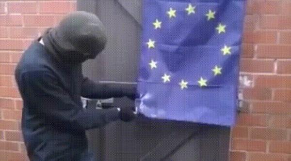 Неудачная попытка Brexit, Евросоюз, Поджигатель, Активист, Неудачники, Флаг, Носок на голове, Гифка