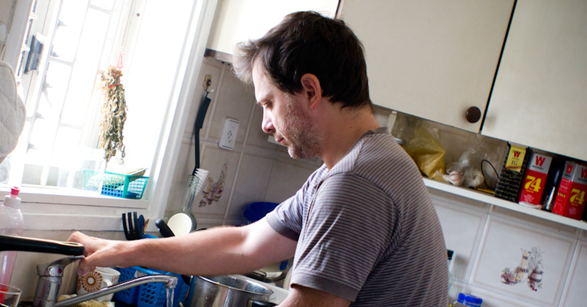 дает картинка муж моет посуду продать неисправный