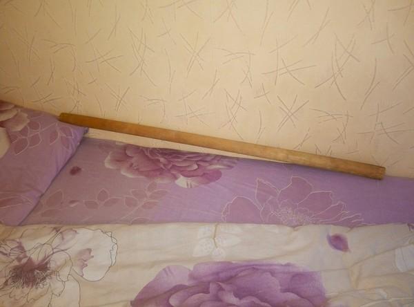 Вот как моя жена спала, пока я был в больнице) самозащита, спи жена, палка