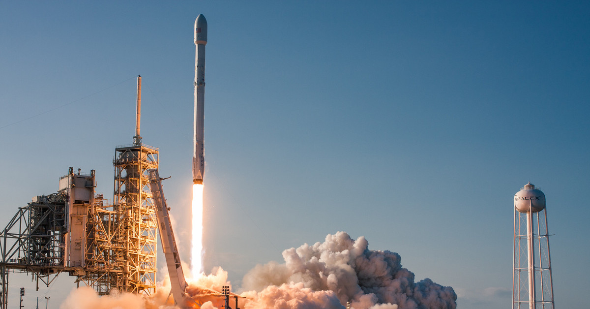 spacex launches rocket - HD3888×2592