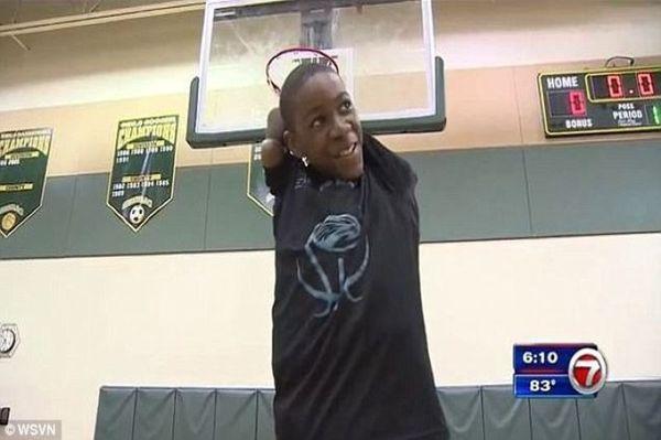 13-летний баскетболист без рук выиграл игру, забив 3-х очковый под конец матча Баскетбол, Сила воли, Спорт, Победа, Молодец, Затащил, Видео