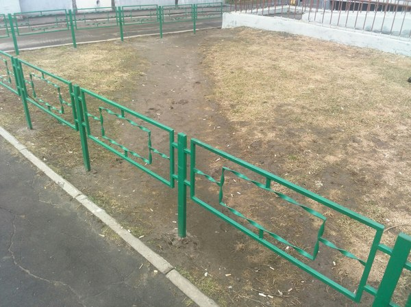 Наши коммунальщики тоже решили поучаствовать во всероссийском конкурсе идиотов забор, жкх, Коммунальщики, тропинка, дорога