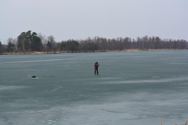 Когда на улице +14. А какой ваш любимый способ самоубийства? это ж Россия, сумасшедший, рыбаки на льду, про самоубийц