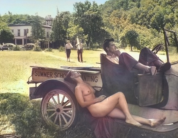 Ничего не меняется. Девушка и автомобиль.