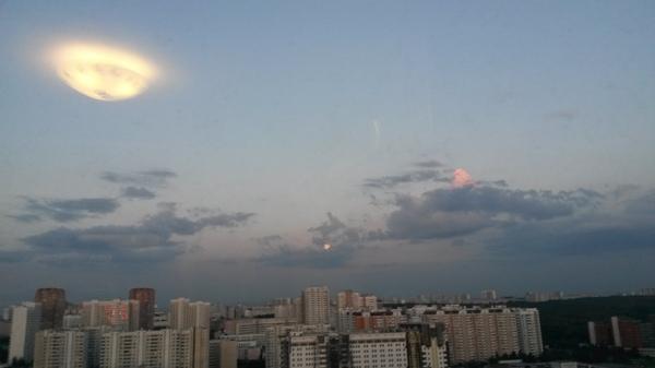 Эта ракета? Это самолет? фотография, НЛО, отражение, люстра
